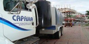 Se roban agua potable en la Costera Miguel Alemán