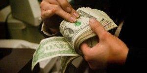 Dólar se vende hasta en 14.08 pesos
