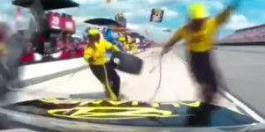 Video: piloto de NASCAR atropella a sus mecánicos