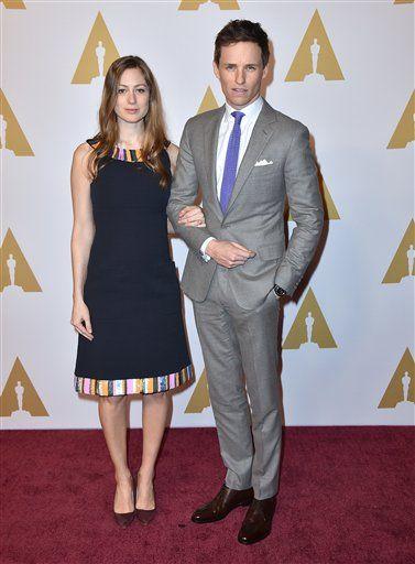 Eddie Redmayne y Hannah Bagshawe. Foto de AP