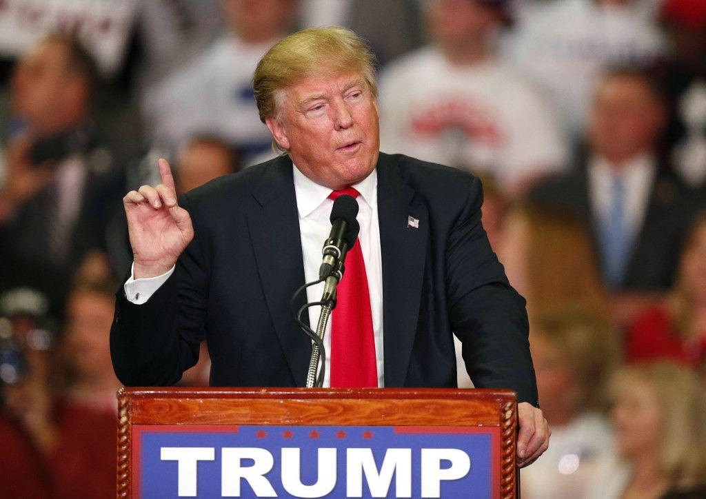 Donald Trump habla en un evento de campaña en Madison, Mississippi. Foto de AP.