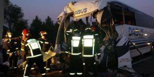 Choque de autobús en España deja dos muertos