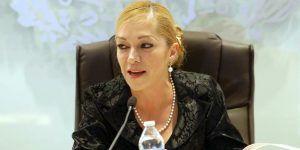 Alcaldesa revela que su ropa es pirata