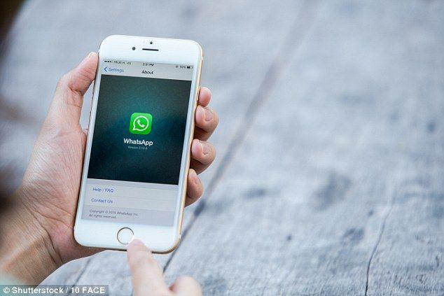 Las mujeres recibieron la condena por usar lenguaje inapropiado en WhatsApp. Foto de Daily Mail