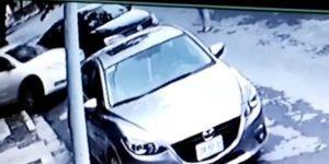 Mujer sorprende a ladrón robando en su casa